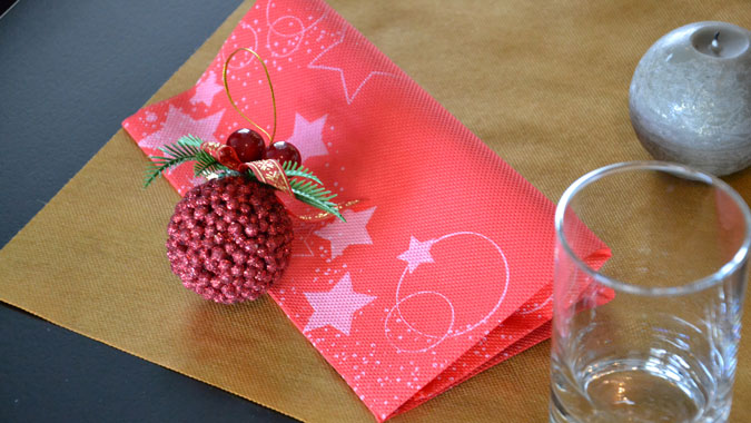 decoracion-de-navidad-para-restaurantes-servilletas-rojas-stard-la-pajarita-mapelor