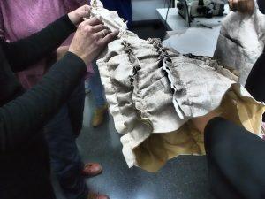 vestidos confeccionados en papel para La Pajarita Fashion Week