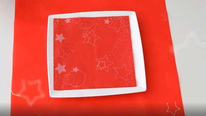 4-formas-de-doblar-servilletas-de-papel-para-navidad-de-forma-elegante-gama-stars-la-pajarita-mapelor