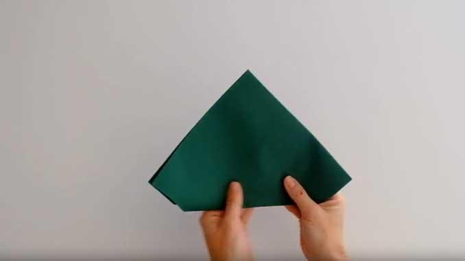 4-formas-de-doblar-servilletas-de-papel-para-navidad-en-forma-de-arbol-dale-la-vuelta-la-pajarita-mapelor