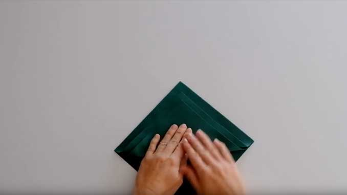 4-formas-de-doblar-servilletas-de-papel-para-navidad-en-forma-de-arbol-dobla-las-esquinass-la-pajarita-mapelor