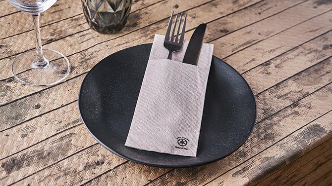 consejos-para-decorar-las-mesas-de-un-restaurante-gogreen-la-pajarita