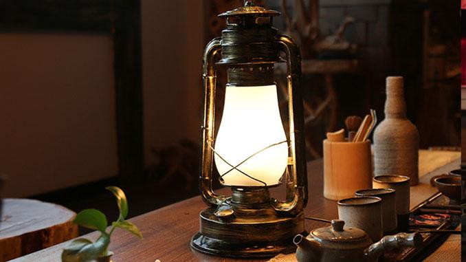 consejos-para-decorar-las-mesas-de-un-restaurante-iluminacion-con-linternas-la-pajarita-mapelor