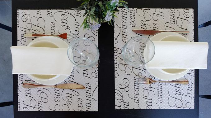 consejos-para-decorar-las-mesas-de-un-restaurante-manteles-individuales-la-pajarita-mapelor