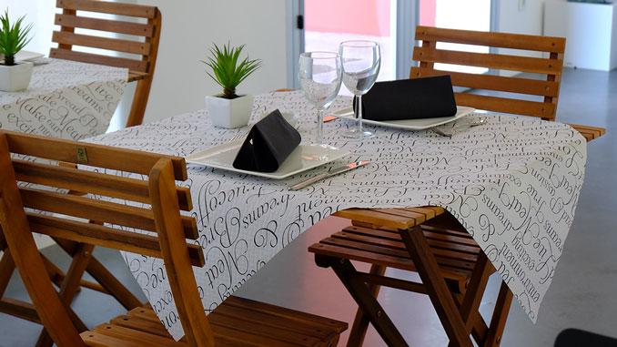 consejos-para-decorar-las-mesas-de-un-restaurante-manteles-la-pajarita-mapelor