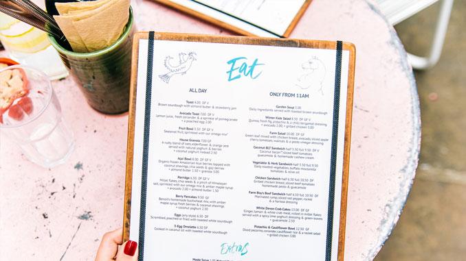 consejos-para-decorar-las-mesas-de-un-restaurante-menu-la-pajarita-mapelor