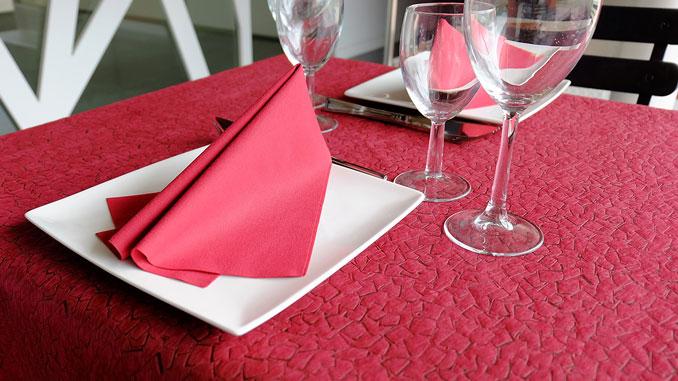 consejos-para-decorar-las-mesas-de-un-restaurante-newtex-mykonos-la-pajarita-mapelor