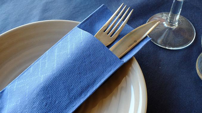 consejos-para-decorar-las-mesas-de-un-restaurante-servilletas-canguro-la-pajarita-mapelor