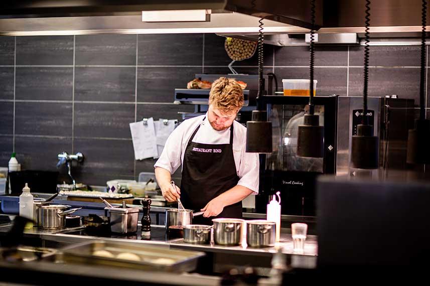 decora-tu-restaurante-abriendo-la-cocina-al-comedor-la-pajarita