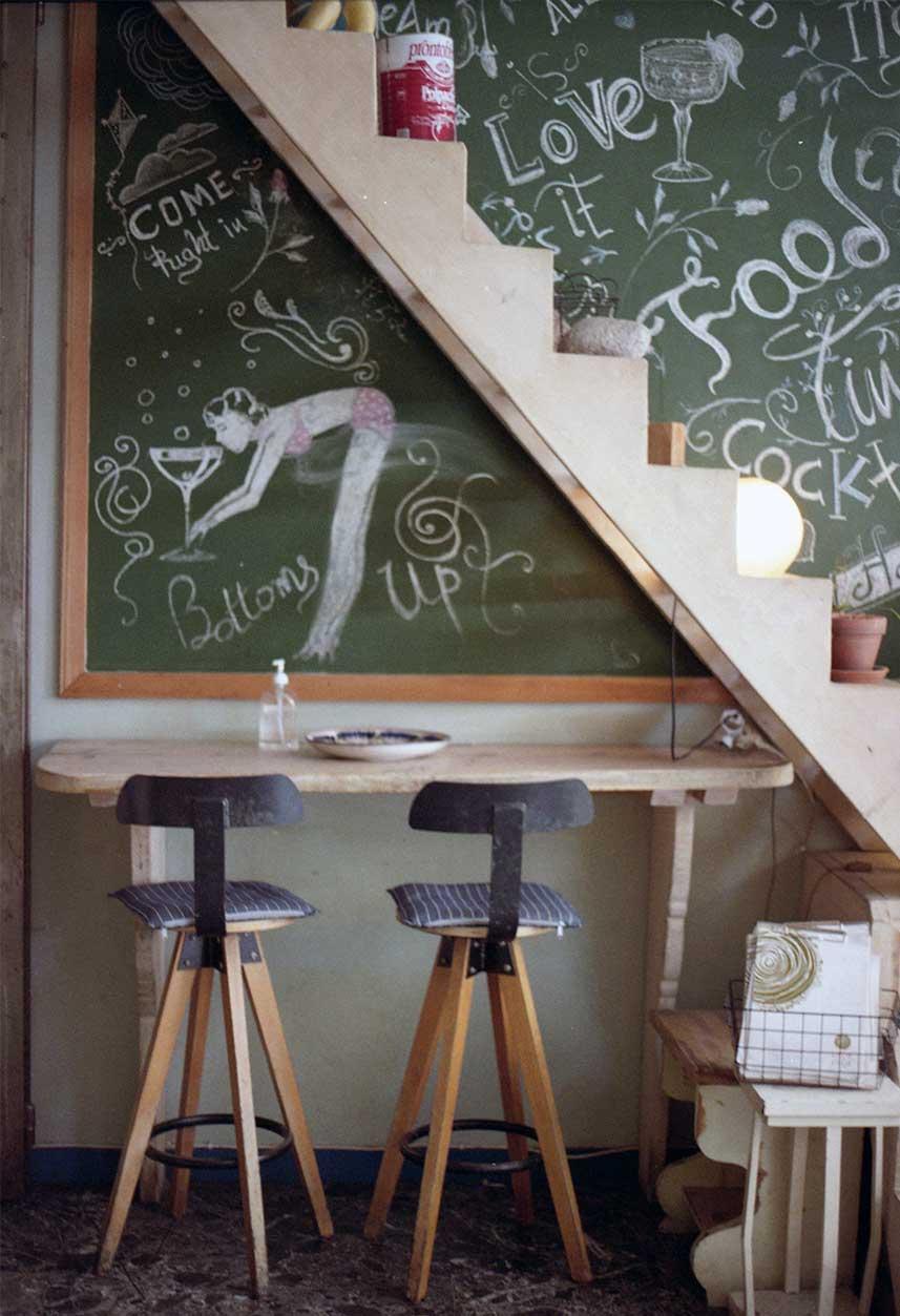 decora-tu-restaurante-con-lettering-en-las-paredes-la-pajarita