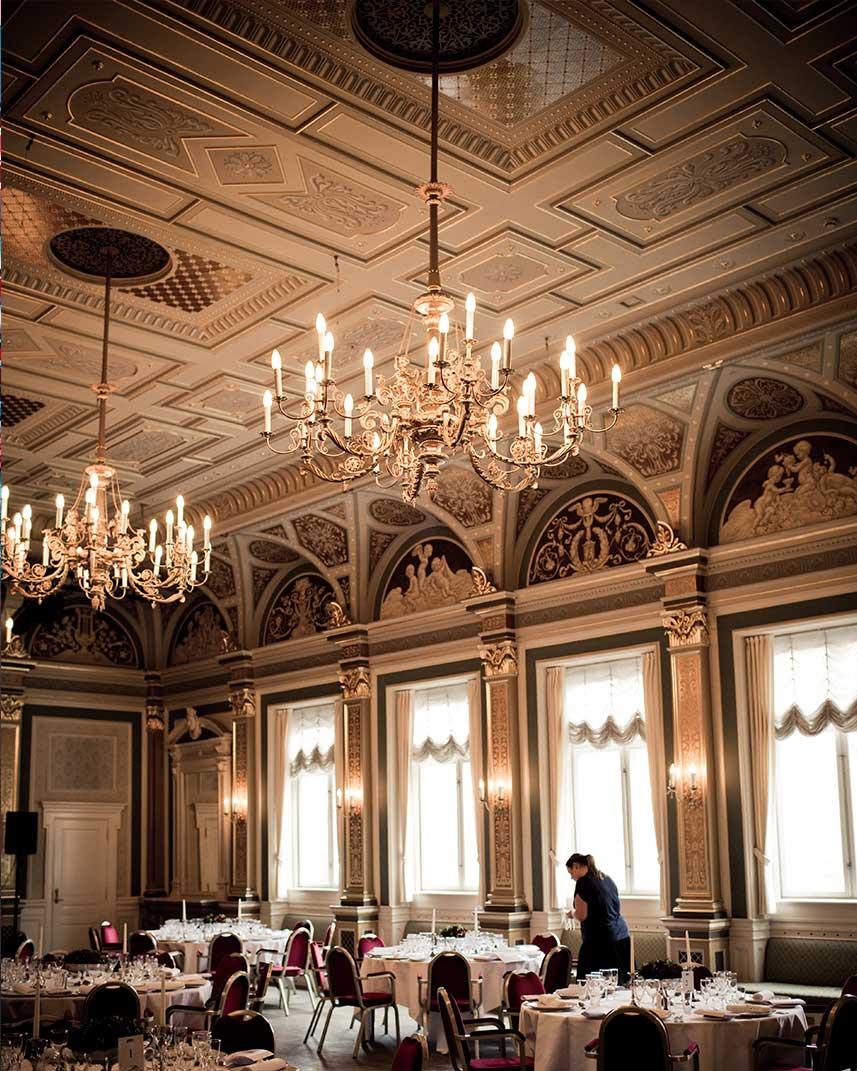 decora-tu-restaurante-teniendo-en-cuenta-la-luz-la-pajarita
