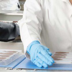 guantes-desechables-de-nitrilo-azules-la-pajarita-mapelor
