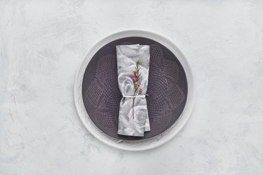 maneras-de-doblar-servilletas-de-papel-usando-materiales