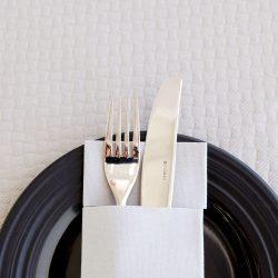 manteles-de-papel-en-cruz-100x100-deluxe-blancos-detalle-la-pajarita-mapelor