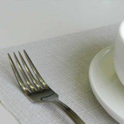 manteles-de-papel-individuales-30x40-blancos-hilo-gris-detalle-la-pajarita-mapelor