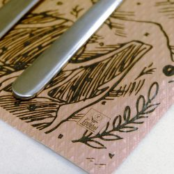 manteles-de-papel-individuales-buen-provecho-detalle-la-pajarita-mapelor