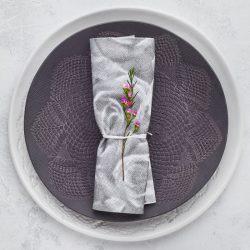 servilleta-airlaid-rosa-gris-40x40-la-pajarita-mapelor