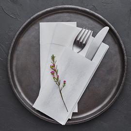 servilletas-canguro-dobladas-para-cubiertos-airlaid-blanco-la-pajarita