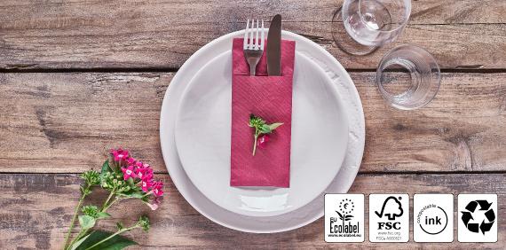 servilletas-dobladas-para-cubiertos-sostenibles-papel-color
